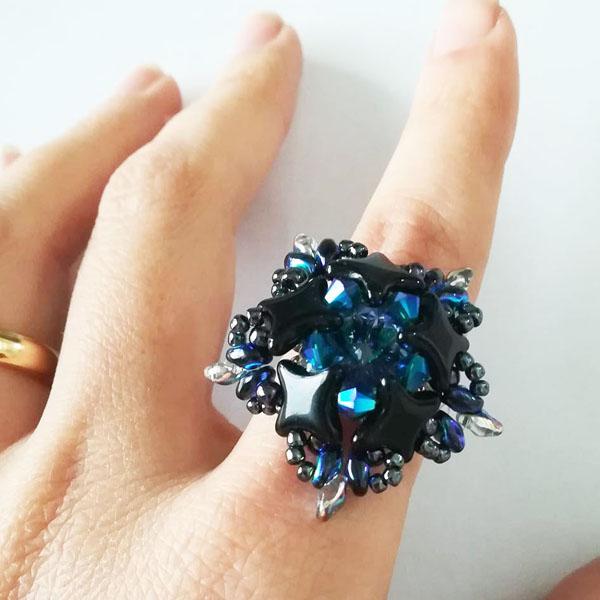 anello fai da te con perle di vetro star beads e cristalli swarovs perles co. Black Bedroom Furniture Sets. Home Design Ideas