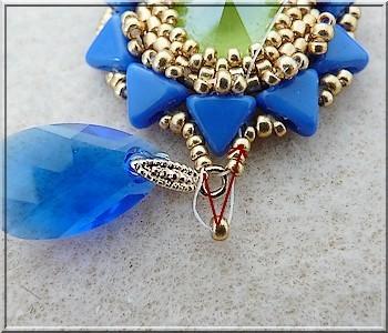 55c5562f33fdd1 Tutoriel bijoux boucles d'oreilles Salomé avec cristaux Swarovski cabochon  majestic blue et vert lime