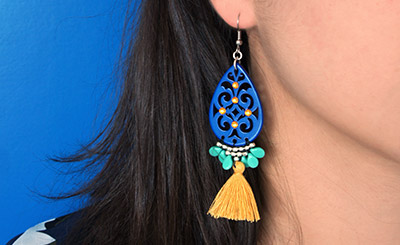 boucles d'oreilles bleu pompon moutarde tissage brickstitch final