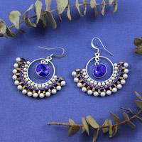 a0651c5cfd1185 Orecchini con cristalli Swarovski Salome maestoso blu e calce e perle di  vetro e Amos® Khéops® da Puca® · perle creoli tessuti di swarovski mini  ematite