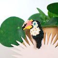 Spilla Toucan in brickstitch da My Little Bazaar