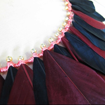 collier_retro_plumes_tissage2_400
